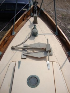 Foredeck with forehatch, anchor and sampson post