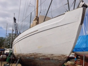 Drumler with her hull sandblasted and topsides needing a bit of TLC